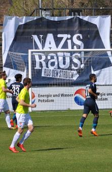 DGB unterstützt NAZIS RAUS AUS DEN STADIEN